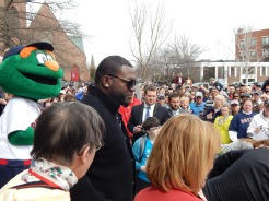Ortiz approaching the podium to address the crowd